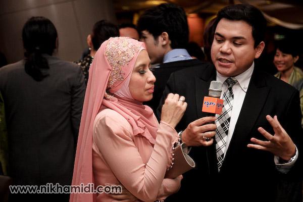 Melisa Saila sedang ditemubual oleh Zamil Idris dari RTM